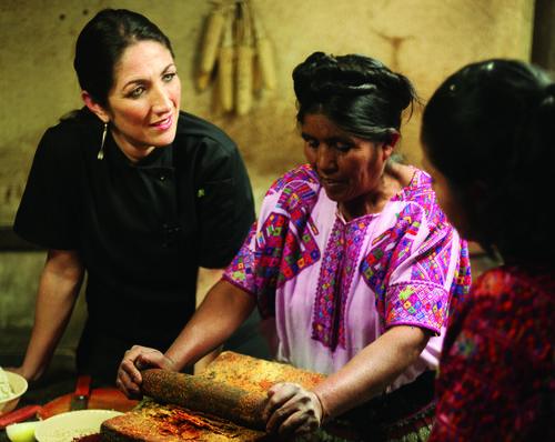Mirciny fue recibida en la cocina por especialistas en la gastronomía nacional. (Foto: Mirciny Moliviatis oficial)