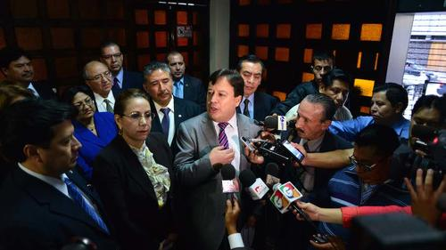 Blanca Stalling y Vladimir Aguilar, ambos cuestionados, lideraron el movimiento de magistrados electos para que la elección de magistrados no fuera anulada, pese a las graves anomalías denunciadas. (Foto: Archivo Soy502)