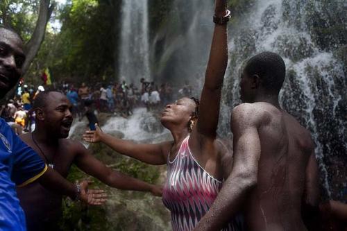 La fe de miles fue puesta de manifiesto este fin de semana en la peregrinación vudú en Haití. (Foto: EFE)