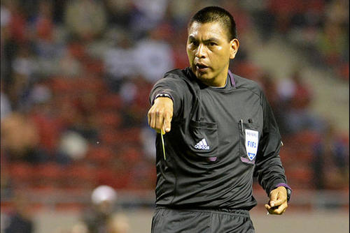El árbitro guatemalteco Wálter López es uno de los nominados a Mejor árbitro 2015 de la Concacaf. (Foto: AFP)