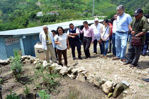 La ministra de salud junto a autoridades del CONASAN en la visita a Cuilco, Huehuetenango. (Foto: MSPAS)