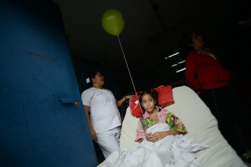 Mónica espera con mucha ilusión a Santa Claus. (Foto: Wilder López/Soy502)