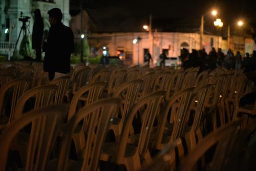 Prácticamente todo el espacio preparado para los invitados al concierto estaba vacío. (Foto: Wilder López/Soy502)
