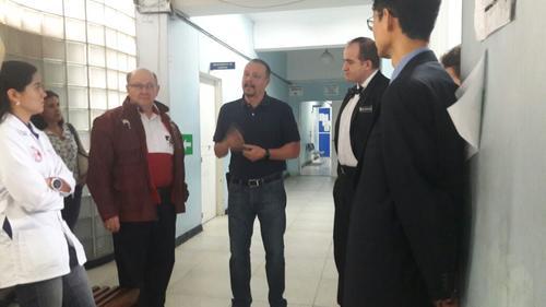 Los representantes de Shriners visitaron esta mañana el hospital Roosevelt para conocer la condición de las afectadas por el incendio en el Hogar Seguro Virgen de la Asunción. (Foto: Hospital Roosevelt)