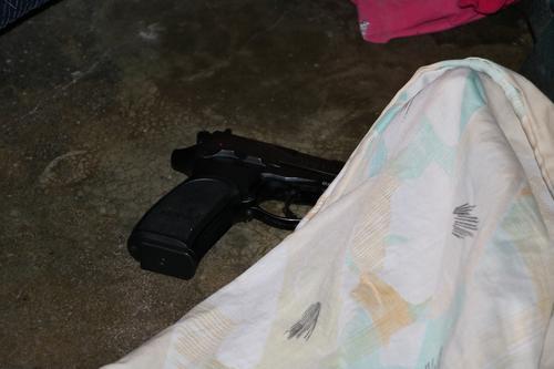 Esta fue el arma que disparó el gato luego de colarse por la ventana de la casa. (Foto: Bomberos Municipales)