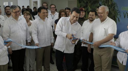 El presidente viajó a Izabal para la inauguración del aeropuerto Tierra de Dios. (Foto: Alejandro Balán/Soy502)