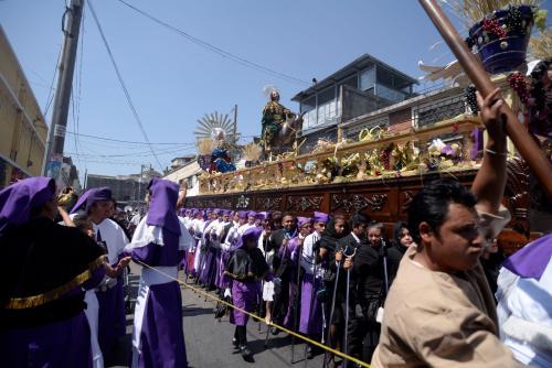 La procesión de Jesús de las Palmas es una de las más jubilosas de la época. (Foto: Wilder López/Soy502)