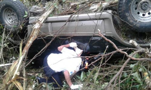 Así quedó el vehículo que remolcaba a la lancha. (Foto: Bomberos Voluntarios)