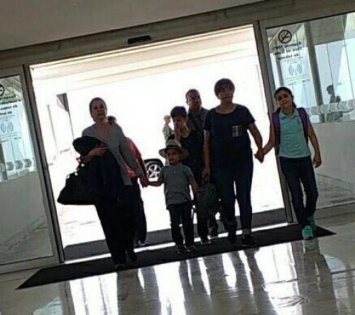 La familia de Javier Duarte fue captada en el aeropuerto de Toluca antes de viajar a Guatemala. (Foto: López Doriga)