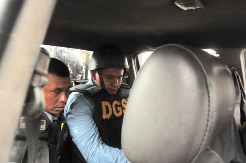 Un fuerte dispositivo de seguridad cuidó de Meda durante su partida de la Torre de Tribunales. (Foto: Jesús Alfonso/Soy502)