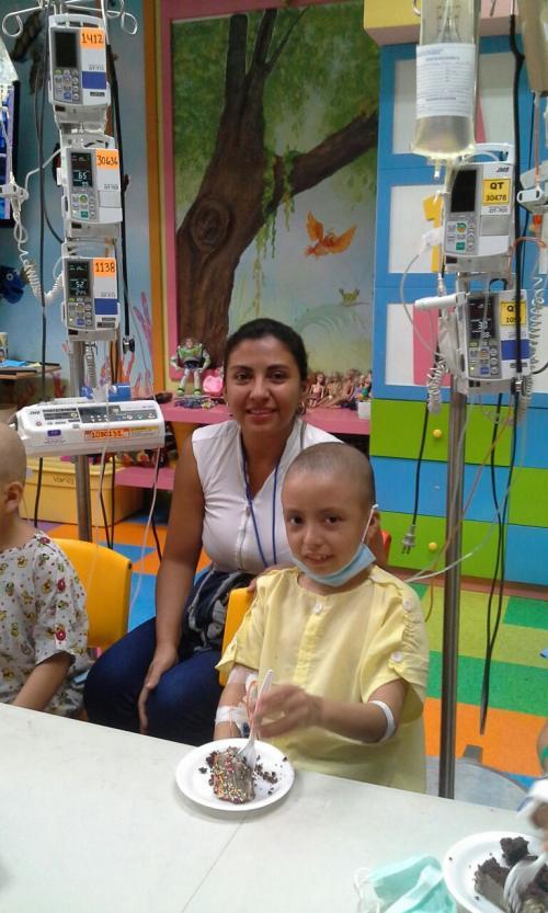 Sofía junto a Henryck en la Fundación Ayúdame a Vivir.