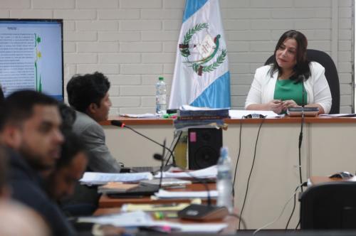Oscar Poroj mientras expone la defensa de Sammy Morales ante la jueza Silvia Violeta de León. (Foto: Jesús Alfonso/Soy502)