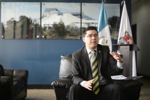 Carlos Sandoval explicó la logística del acto protocolario. (Foto: Wilder López/Soy502)