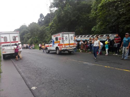 Unidades de la Cruz Roja guatemalteca atendieron a unas 20 personas que presentaban crisis nerviosa en el lugar. (Foto: Cruz Roja)