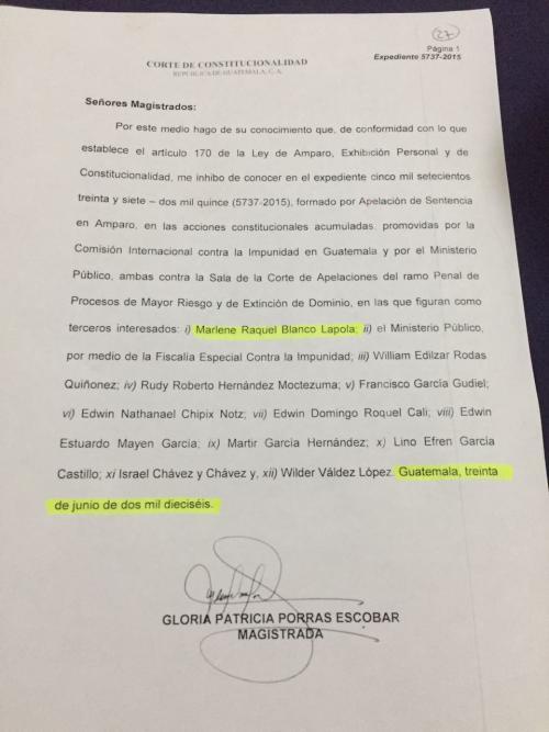 Documento con el que Gloria Porras se inhibió de conocer el expediente de Marlene Blanco Lapola.