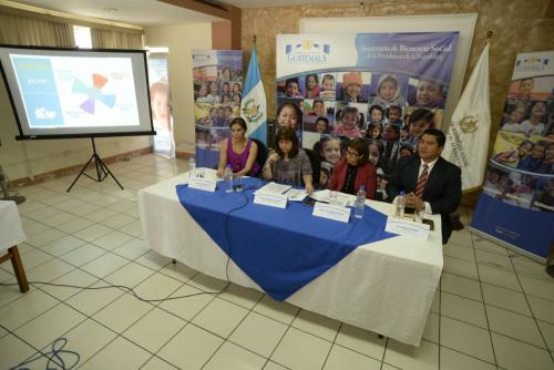 Las autoridades de Bienestar Social ofrecieron conferencia de prensa en sus instalaciones. (Foto: Wilder López/Soy502)