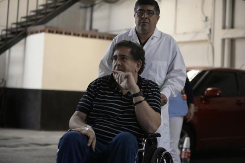 Gustavo Alejos se ha presentado en silla de ruedas a las últimas audiencias en tribunales. (Foto: Wilder López/Soy502)