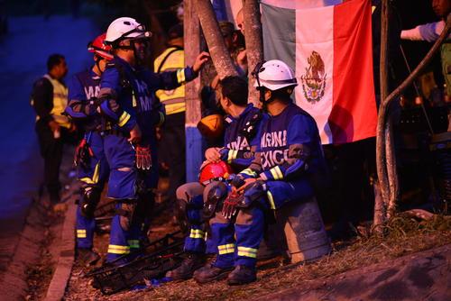 El equipo de rescatistas enviados por el gobierno de México ya trabajó todo este día. (Foto: Alejandro Balán/Soy502)