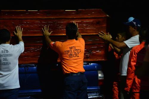 Los rescatistas voluntarios se encuentran apoyando en otras tareas en Santa Catarina Pinula. (Foto: Alejandro Balán/Soy502)