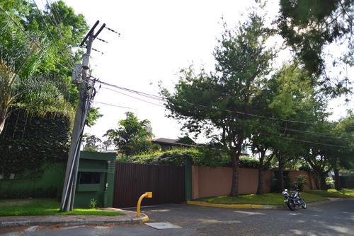 Esta es la entrada a otra de las residencias de Roxana Baldetti.