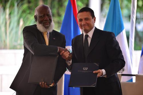 Acuerdo entre los dos cancilleres para modificar el protocolo de 2008. (Foto: Wilder López/Soy502)