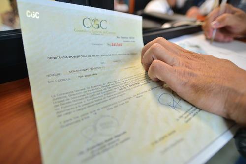 El finiquito es una constancia que extiende la CGC donde se certifica que el funcionario o empleado público no tiene ningún proceso por el mal uso de recursos del Estado. (Foto Archivo/Soy502)