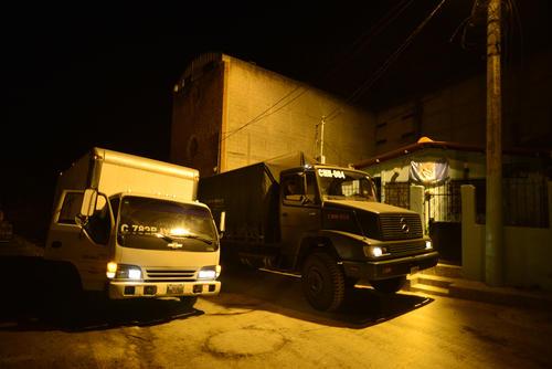 Camiones proporcionados por el Ejército apoyaron a las familias de El Cambray II en el traslado de sus pertenencias. (Foto: Wilder López/ Soy502)