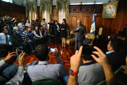 El presidente invitó a todos los medios a tener una convivencia en el despacho presidencial. (Foto: Wilder López/Soy502)