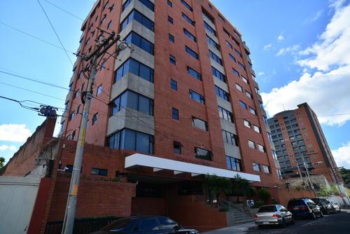 Vista de la fachada del edificio de apartamentos en la zona 10, donde Gustavo Martínez compró una propiedad la cual quedó embargada. (Foto: Archivo/Soy502)