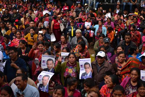 Cientos de mujeres llegaron a escuchar a Jimmy Morales en Chichicastenango. (Foto: Wilder López/Soy502)
