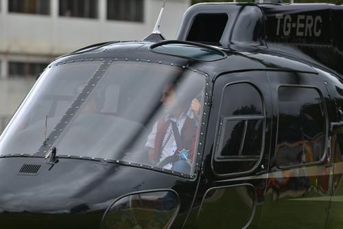 Jimmy Morales ya no llega en caravana de vehículos, sino de helicópteros. El candidato justifica ese cambio al explicar que en la segunda vuelta hay poco tiempo para visitar muchos municipios. (Foto: Wilder López/Soy502)