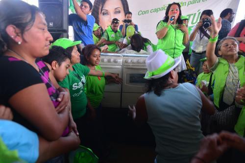 Durante el acto la organización regaló tres estufas y cuatro bicicletas. Además de playeras, pelotas y pulseras. (Foto: Wilder López/Soy502)