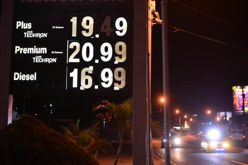 El precio del combustible se incremento en un quetzal en los últimos días. (Foto Wilder López/Soy502)
