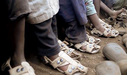 El zapato se ajusta cinco tallas y dura aproximadamente cinco años. (Foto: Google)