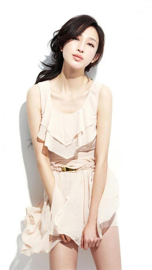 La modelo china Zhang Li, popularizó el controversial reto de la cintura A4. (Foto: hdgalaxynote3wallpapers.com)
