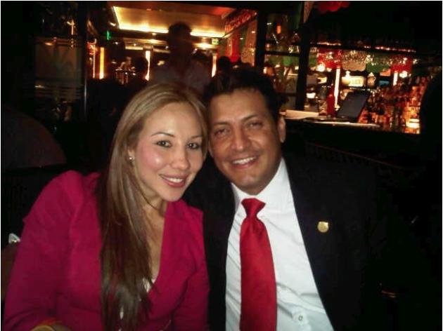 Tress junto a Rafael Rodríguez, rival político de su marido muerto. (Foto. Cuna de grillos)