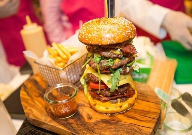 Esta es la hamburguesa por la que un magnate pagó más de 86 mil quetzales. (Foto. El Economista)