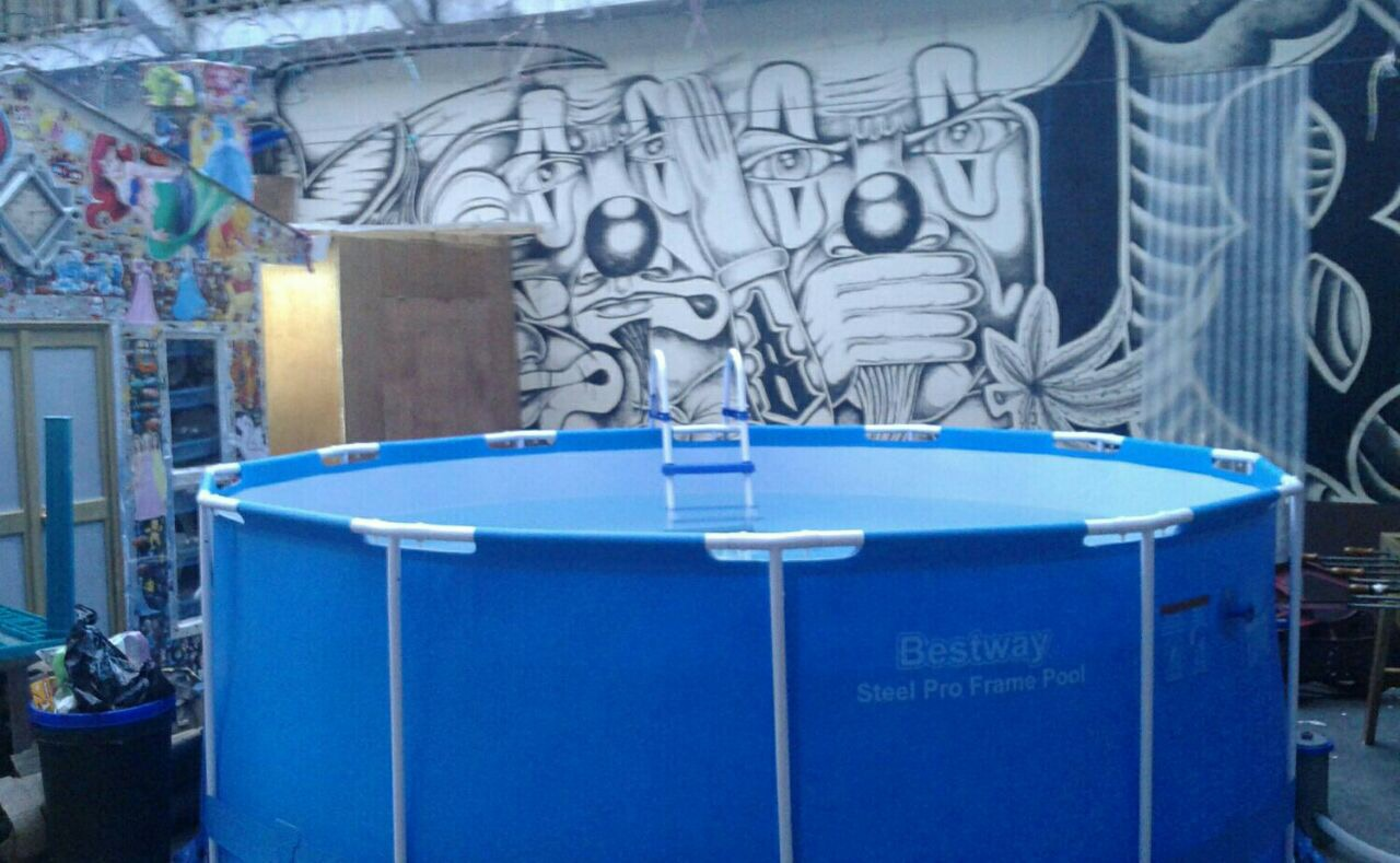 Vista de la piscina de unos cuatro mil galones que se encuentra en la cárcel Fraijanes 1. (Foto: Soy502)