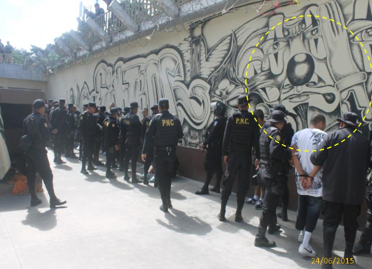 En la imagen de archivo de 2015 se observa el mismo muro pintado por pandillas. (Foto: Soy502)
