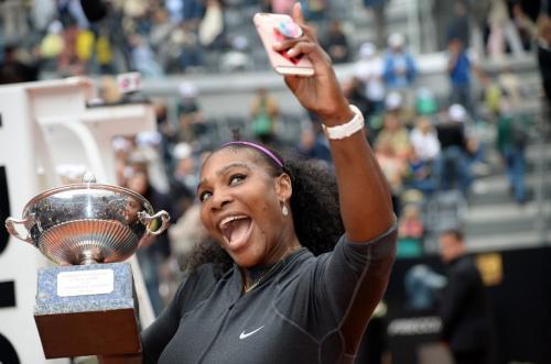 Serena Williams sigue haciendo historia en el tenis femenino. (Foto: AFP)
