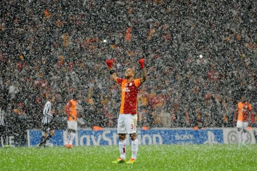 El juego entre el Galatasaray y la Juventus que inició a las 13:45 horas en Turquía, fue suspendido