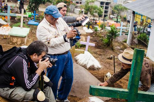 Parte de la sesión fotográfica realizada en el cementerio de Sumpango el 1 de noviembre