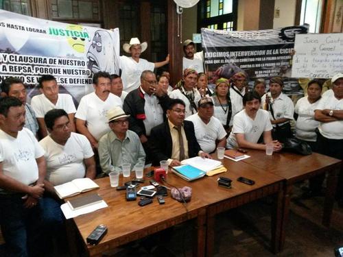 En la conferencia participaron dirigentes comunitarios, representantes de afectados, organizaciones civiles y miembros del concejo municipal.
