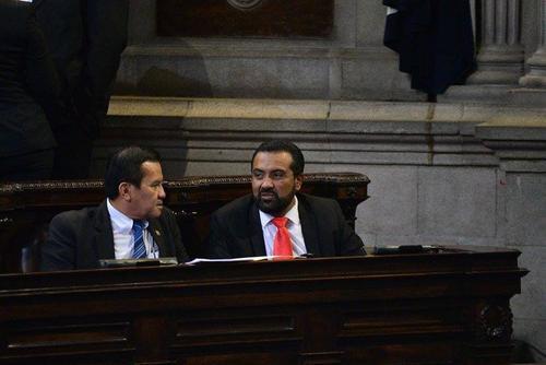 El diputado Mario Yanes (d) cuenta con una investigación abierta en su contra por tráfico de influencias y abuso de autoridad. (Foto Archivo/Soy502)