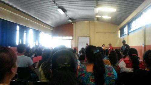 Un grupo de 400 profesores realizaron este viernes una manifestación. (Foto: soy502)