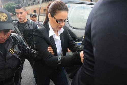 Baldetti optó por usar jeans, saco negro y blusa blanca y el cabello siempre lo lleva recogido. (Foto: Archivo/Soy502)