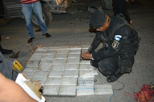 Vista de la droga incautada por la Fuerza de Tarea Chortí en Río Hondo, Zacapa. (Foto: PNC)