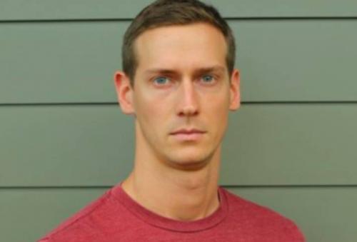 John Bernecker cayó desde una altura de seis metros cuando ensayaba con otro actor una pelea que iba a acabar con una caída rutinaria.