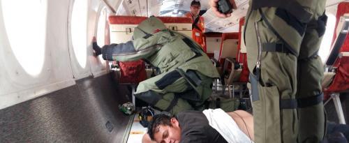 Los antiexplosivos localizan la bomba en el avión secuestrado. (Foto: DGAC)