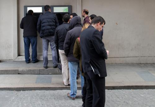 Las colas para realizar pagos ya no tienen por qué ser parte de tu día a día. (Foto: Shutterstock)